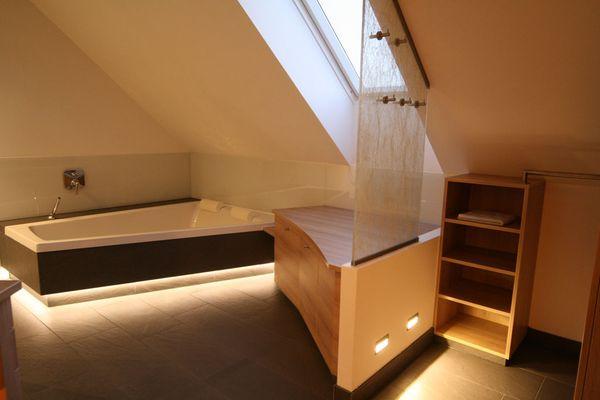 Badezimmer indirekte Beleuchtung Innenarchitektur