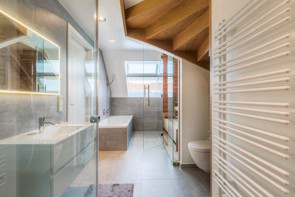 Einrichtungsberater Dachgeschosswohnung Badezimmer Innenarchitektur
