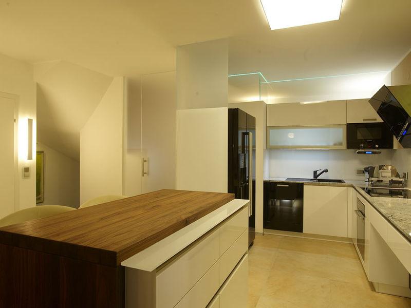 Küche mit Kochinsel Haussanierung
