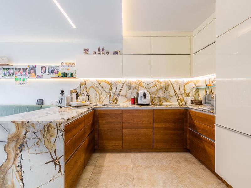 Küche Sanierung Steinarbeitsplatte