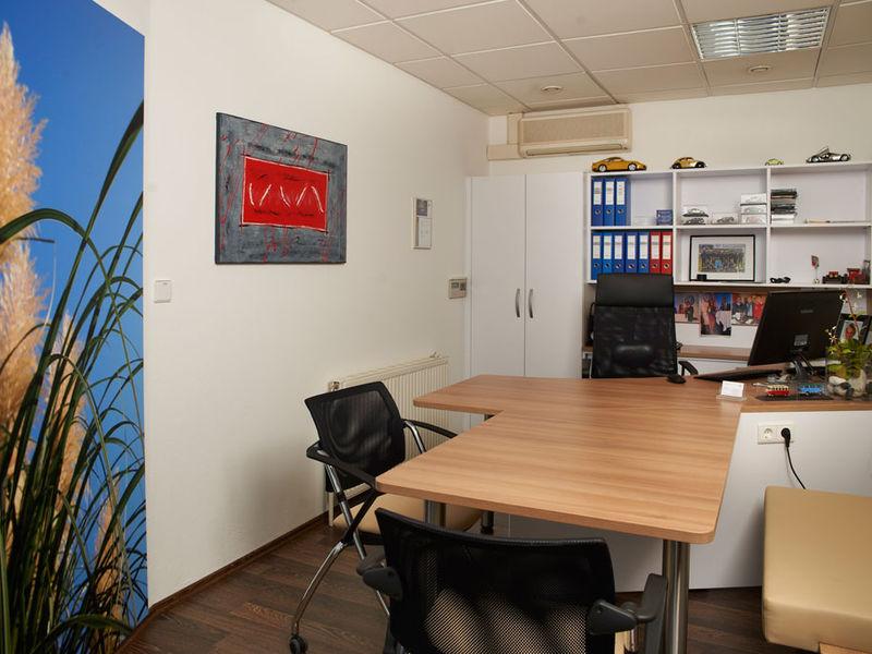 Autohaus Büro Inneneinrichtung
