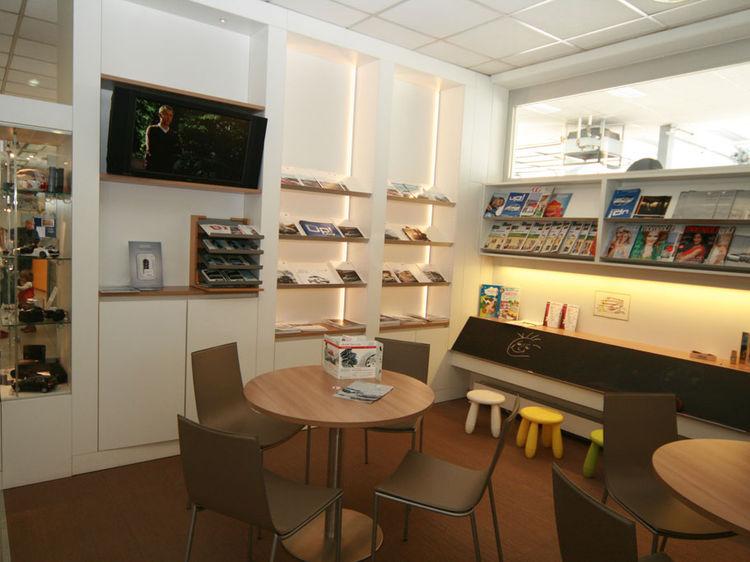 Autohaus Kundenwartebereich Innenraumplanung