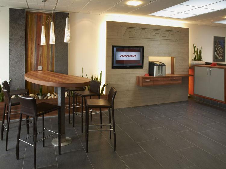 Bürogestaltung Empfang mit Bar