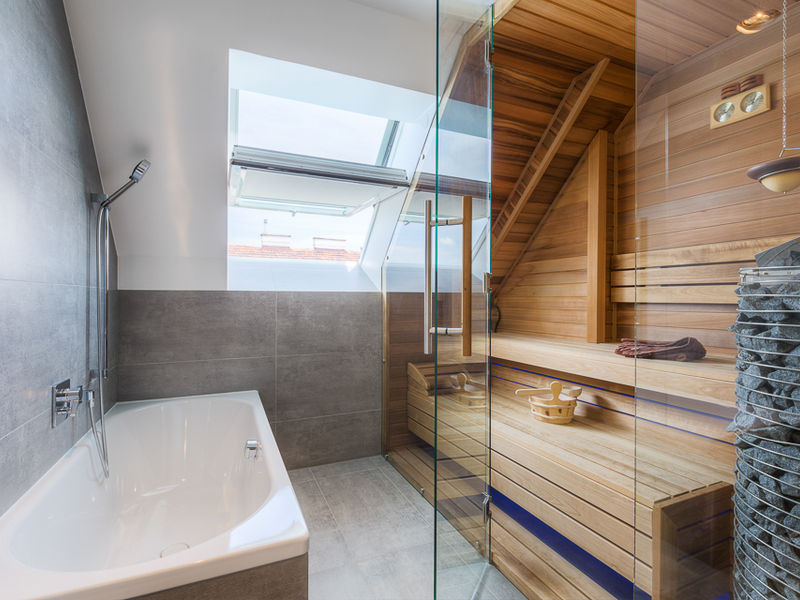 Dachgeschosswohnung Raumgestaltung Wellnessbereich