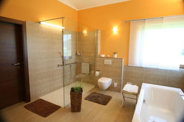 barrierefreies Badezimmer Innenarchitektur