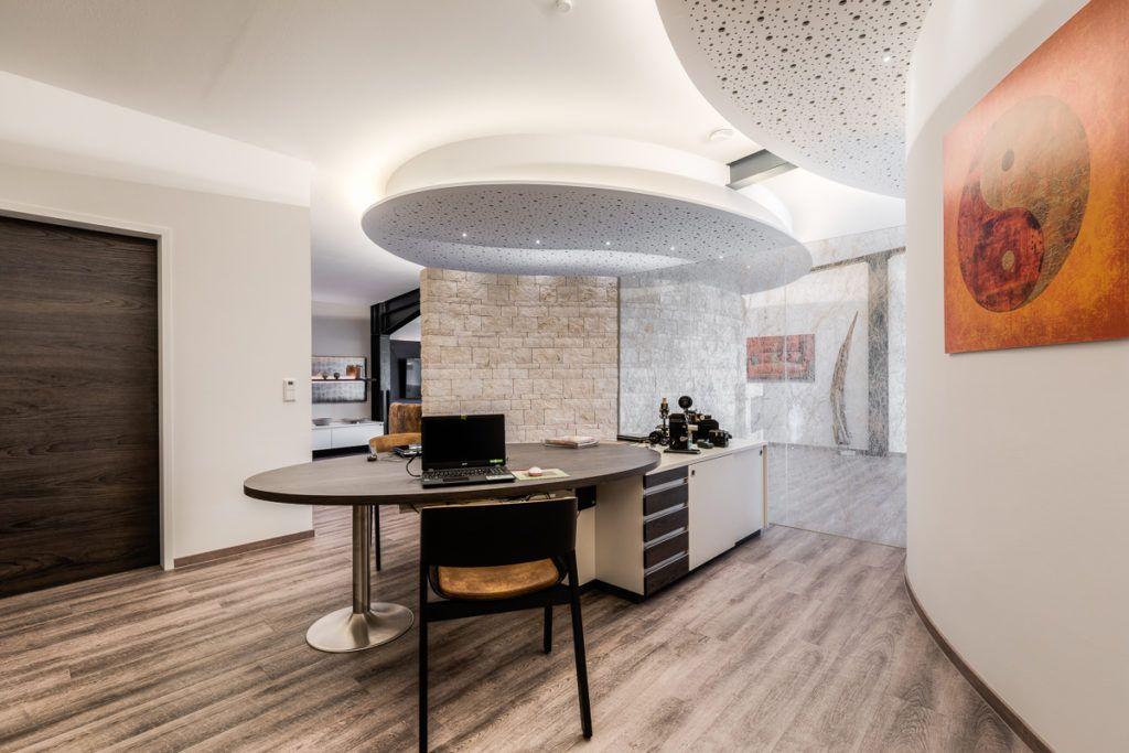 Buero Nuernberg Innenarchitektur Krueger2 1024x683 - Das Kunststück: eine Wohlfühloase in einer Stahlträgerhalle integriert