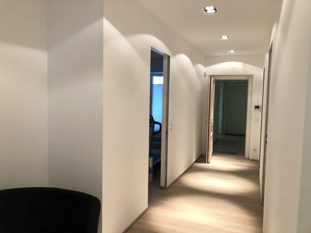 """Innenarchitektur Wien Vorraum Vorher1 1024x768 - Außergewöhnliche Raumgestaltung sorgt für mehr """"Pepp"""""""