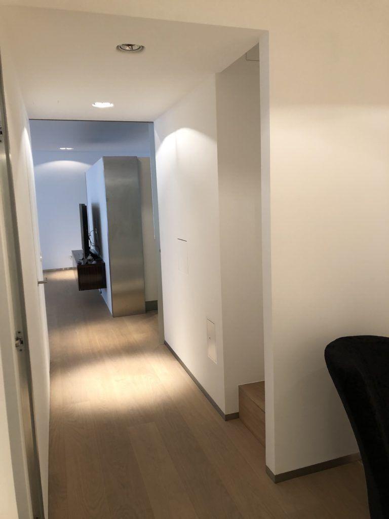 """Innenarchitektur Wien Vorraum Vorher2 768x1024 - Außergewöhnliche Raumgestaltung sorgt für mehr """"Pepp"""""""