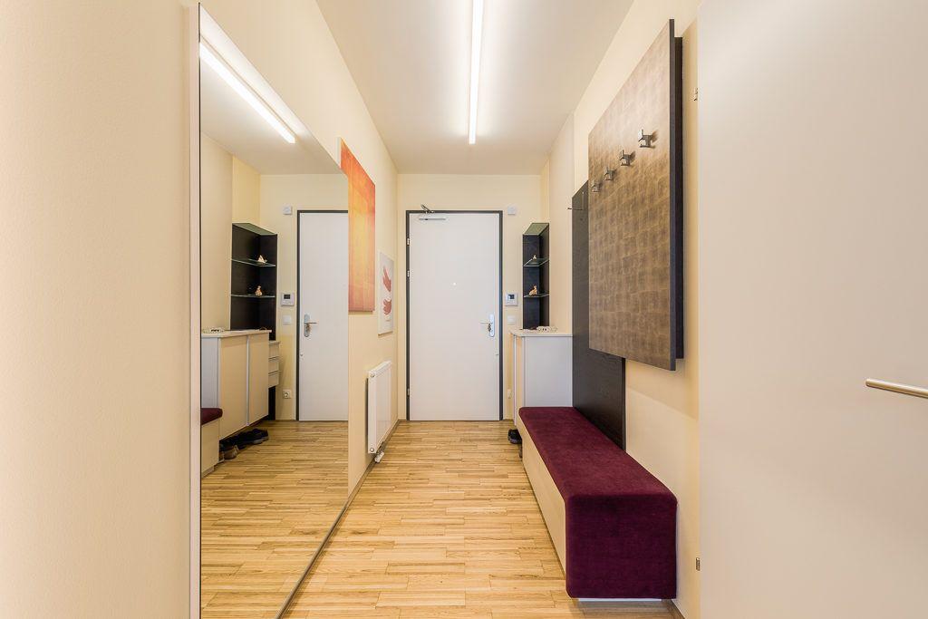 Vorraum St.Poelten Renovierung Lang1 1024x683 - Kleine gemütliche Wohnung mit viel Funktion