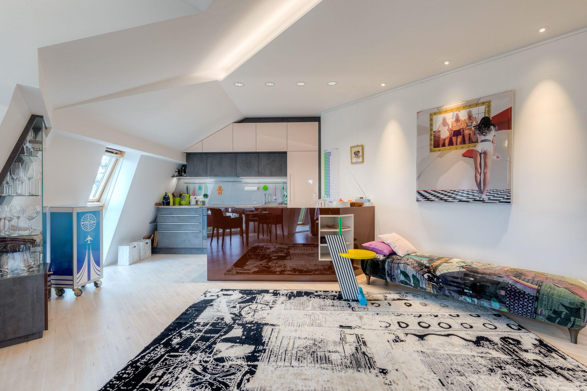 Steiner 03 06 2020 72dpi 017 - Renovierung einer Dachgeschosswohnung für Kunstliebhaber