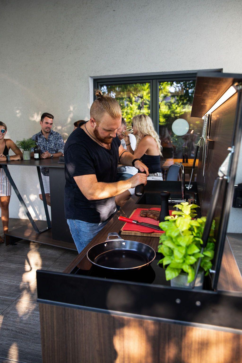 Outdoor kueche kochen2 - Eine Neuheit unter den Outdoorküchen: Die Grillbar