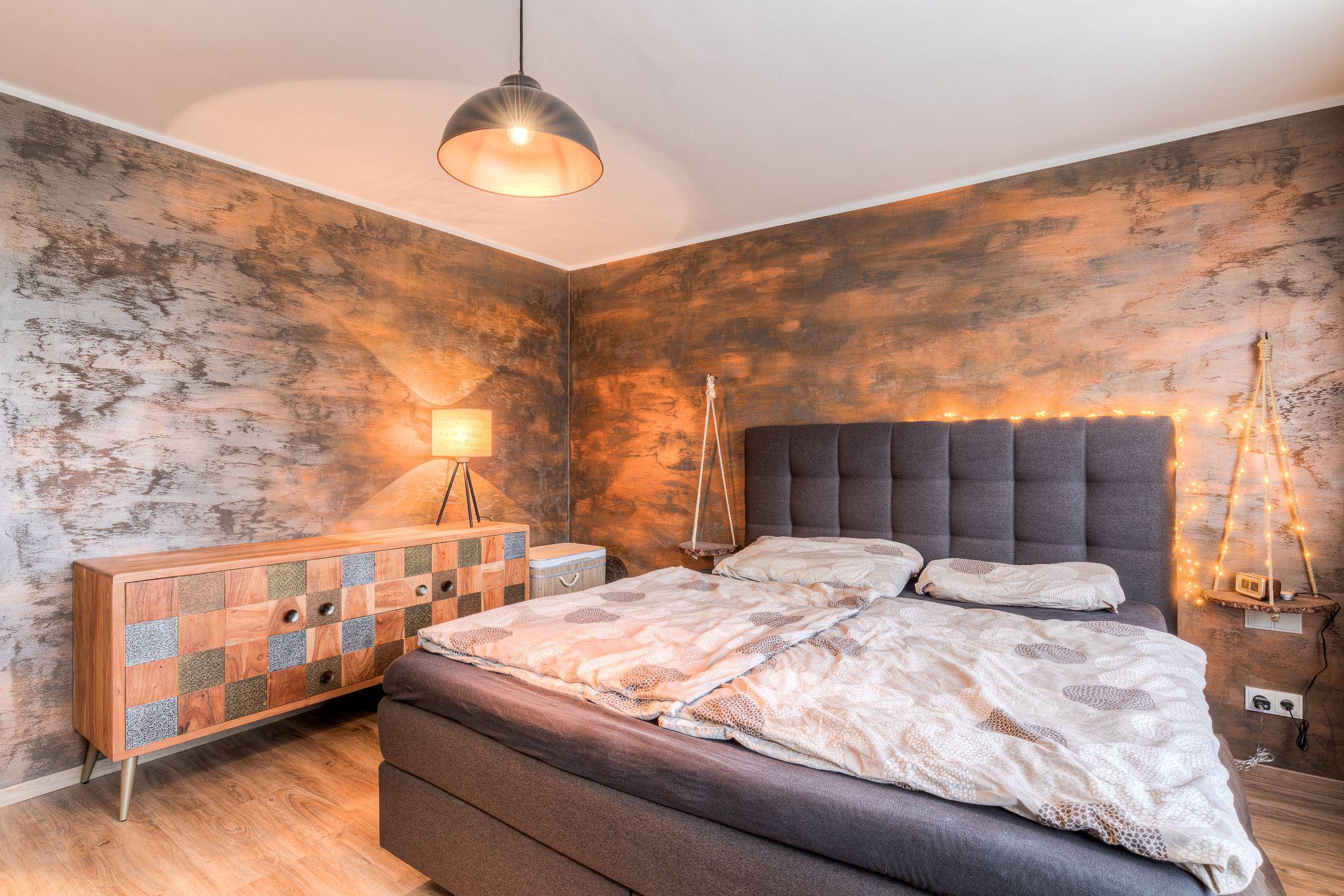 Schlafzimmer altes Haus renovieren Steiner2 - Wie man alten Häusern neues Leben einhaucht