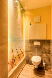 WC altes Haus renovieren Steiner 200x300 - Wie man alten Häusern neues Leben einhaucht