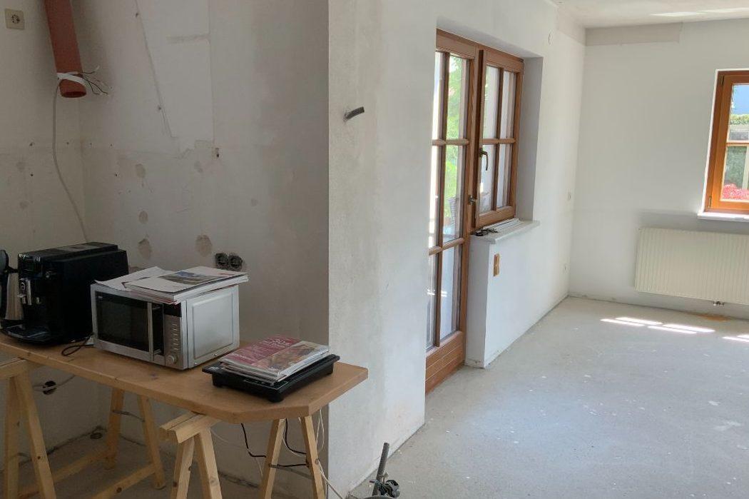 Küchenbereich mit angrenzendem Esszimmer