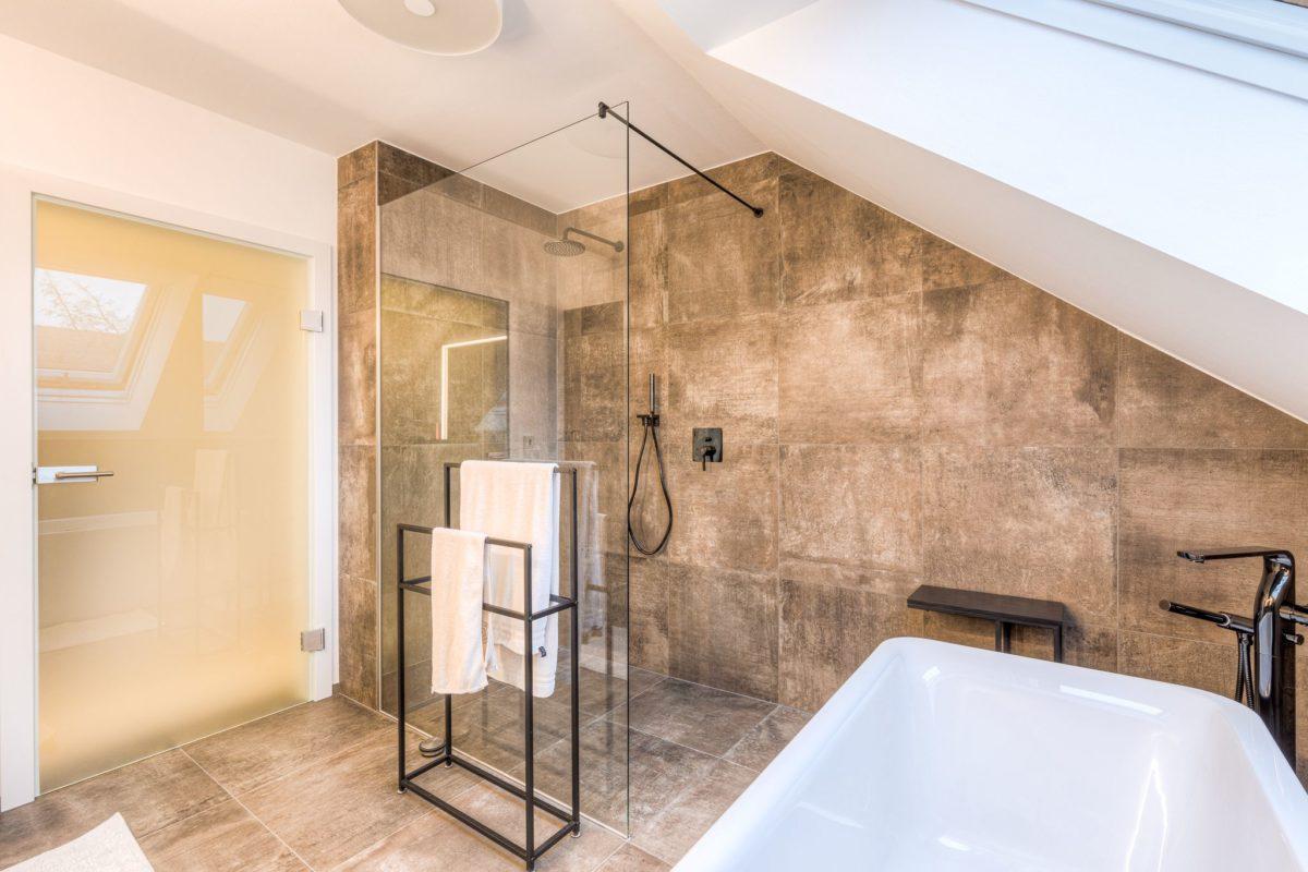 Bad und Duschkabine nach Umbau
