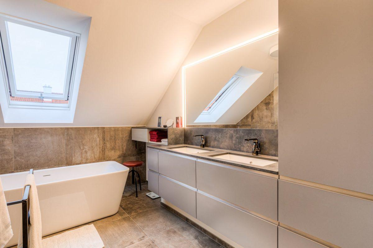 Badezimmer mit Dachschräge nach Umbau