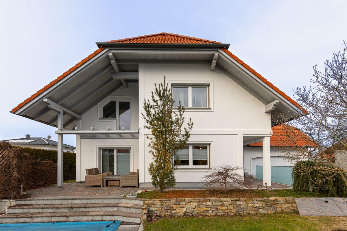 Neue Fassade des 20 Jahre alten Hauses